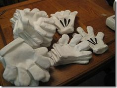 Homemade Disney Mickey Mouse Hands - Great for your group Disney photos - or a child's party. need to make these for disney Mickey Mouse Gloves, Mickey Mouse Bday, Mickey Mouse Parties, Mickey Party, Mickey Mouse Clubhouse, Mickey Mouse Birthday, Mickey Minnie Mouse, Minnie Mouse Costume Kids, Mickey Mouse Photo Booth