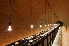 Christoph Mars et Marek Gut, ont travaillé conjointement pour réaliser ce projet de rénovation d'une ancienne cave à vin