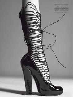 Vogue Italia July 2011 - Prêt-à-Porter by Steven Meisel. Louis Vuitton-shoes