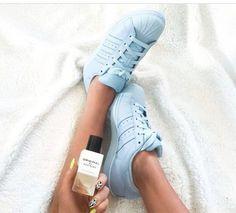Dar adidas supercolor cum ti se par? Pastelurile nu culorile alea neon. Sunt simplii