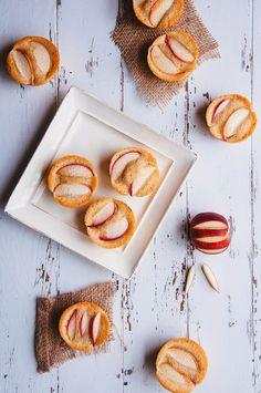 Hint of Vanilla: Almond and White Nectarine Financiers Frozen Desserts, Just Desserts, Delicious Desserts, Yummy Food, White Nectarine Recipes, Baby Food Recipes, Baking Recipes, Drink Recipes, Croissants