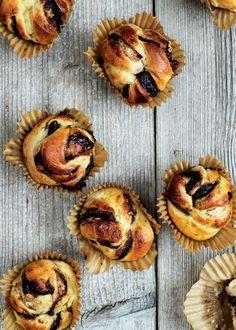 Nutellasnurrer - snoede skønheder, der gemmer på et lækkert fyld af nutella og nødder. (Recipe in Danish)