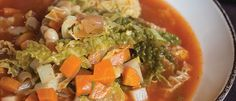 ribollita (donderdag veggiedag) : maaltijdsoep met savooikool, raapjes, wortels, witte bonen, tomatenpassata...