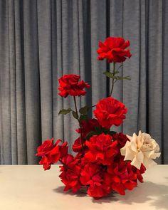 Stole the show Large Flower Arrangements, Vase Arrangements, Flower Vases, Centrepieces, Floral Centerpieces, Beautiful Bouquet Of Flowers, Love Flowers, Wedding Flowers, Red Wedding