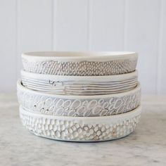 Sgraffito Flat Bowl / Medium / White or by GlobalEyeCollective Ceramic Plates, Ceramic Pottery, Pottery Art, Ceramic Art, Sgraffito, Cerámica Ideas, Keramik Design, Sculptures Céramiques, Pottery Techniques