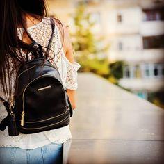 Cauti un rucsac modern și ușor de asortat?💕 👉Alege-ți acum rucsacul preferat din colecția noastră! Super reduceri te așteaptă pe site-ul nostru!🎁 Sling Backpack, Fashion Backpack, Backpacks, Bags, Instagram, Modern, Handbags, Dime Bags, Women's Backpack