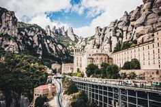 For many visitors a trip to Barcelona Montserrat Spain is the highlight of their visit. Montserrat is a spectacularly beautiful Barcelona Day Trips, Barcelona City, Barcelona Architecture, Barcelona Travel, Building Architecture, Best Places To Travel, Places To Visit, Destinations, Best University