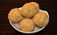 A healthy snack for kids, peanut flax seed ladoo. Quick Healthy Snacks, Savory Snacks, Yummy Snacks, Baby Food Recipes, Indian Food Recipes, Snack Recipes, Indian Desserts, Indian Sweets, Indian Snacks