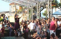 Intervenção circo Bolhas de Sabão Gigantes em evento Ilha Bela Sunset, SP. Contate-nos humorecirco@gmail.com (11) 97319 0871 (21) 99709 6864 (73) 99161 9861 whatsapp. Street View, Humor, Island, Sao Paulo, Events, Humour, Funny Photos, Funny Humor, Comedy