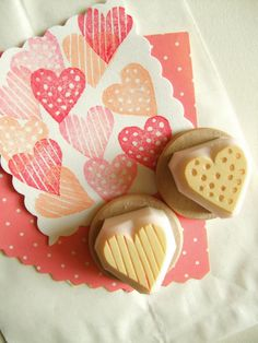 Love heart rubber stamps & polka dot & stripe love heart & hand carved stamps for diy valentine, card making, art journal, gift wrapping amor sellos de corazón mano tallada sello sello por talktothesun Más The post Liebesherz Stempel Valentines Bricolage, Diy Valentines Cards, Clay Stamps, Saint Valentin Diy, Stamp Carving, Wood Carving, Handmade Stamps, Mother's Day Diy, Printing On Fabric