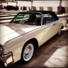A beautiful 1962 Lincoln Continental!