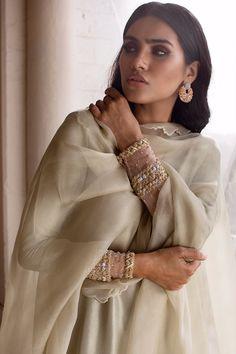 Pakistani Wedding Outfits, Pakistani Dresses Casual, Salwar Designs, Kurta Designs Women, Indian Fashion Designers, Indian Designer Wear, Dress Indian Style, Indian Dresses, Ethnic Kurti