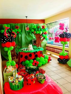 My youngest's favorite color is green. She wants green and red...this is perfect for her party!