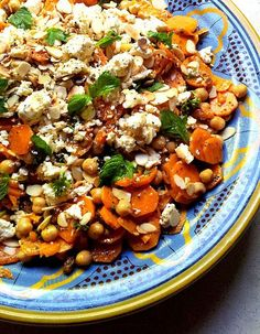 Moroccan-Spiced Carrot and Chickpea Salad with Mint & Almonds: a versatile vegetarian dish that keeps beautifully in the fridge Veggie Recipes, Salad Recipes, Vegetarian Recipes, Cooking Recipes, Healthy Recipes, Vegetarian Dish, Mint Recipes, Cooking Tips, Clean Eating