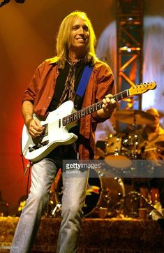 Tom Petty during Tom Petty and the Heartbreakers Tour 2002 - Los Angeles at The Forum in Los Angeles, California, United States. Music Love, Rock Music, Petty Lyrics, Losing Your Best Friend, Mike Campbell, My First Crush, My Tom, Tom Petty, Rockn Roll