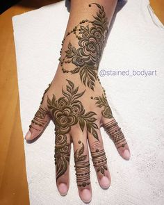 this is beautiful bold floral mehndi design for hands Modern Henna Designs, Rose Mehndi Designs, Finger Henna Designs, Mehndi Designs For Girls, Mehndi Designs For Beginners, Mehndi Design Photos, Wedding Mehndi Designs, Mehndi Designs For Fingers, Latest Mehndi Designs