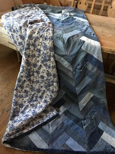 Recycling Our Closets – Recycling Information Denim Quilts, Denim Quilt Patterns, Blue Jean Quilts, Bag Patterns, Scrappy Quilts, Quilting Patterns, Quilting Ideas, Recycle Jeans, Repurpose