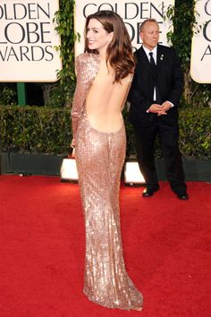 Anne Hathaway in Armani Prive at the 2010 Academy Awards.  This is one of my favorite red carpet looks ever.