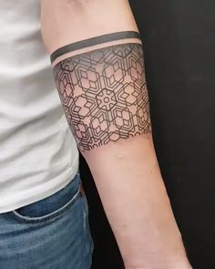 Bracelete geométrico criado pela artista brasileira Dani Cunha (danicunhatattoo) de São Paulo. M Tattoos, Couple Tattoos, Black Tattoos, Sleeve Tattoos, Body Art Tattoos, Tribal Tattoos, Tattoos For Guys, Tattoo Bracelet, Jewelry Tattoo