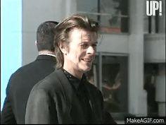 tumblr_oboiud8gh21v6jm0jo1_400.gif (320×240) David Bowie