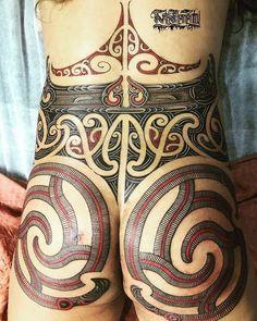 Artist: Turumakina Bookings: Link in bio Back Tattoos, Body Art Tattoos, Tribal Tattoos, Tattoos For Guys, Maori Tattoo Designs, Tattoo Maori, Maori Patterns, Piercings, Full Body Tattoo