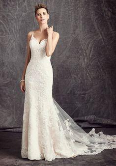 Tendance Robe du mariage 2017/2018 Mermaid styled wedding dress with sweetheart neckline and embellished lace I Sty