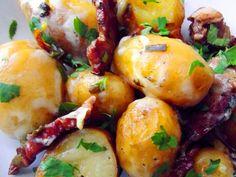 Sarmale romanesti in foi de varza - reteta si explicatii - simonacallas Baked Potato, Potatoes, Cooking Recipes, Stuffed Peppers, Baking, Vegetables, Ethnic Recipes, Food, Food And Drinks
