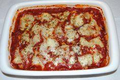 Parmigiana - zapiekanka z bakłażanów z sosem pomidorowym, mozzarellą i parmezanem
