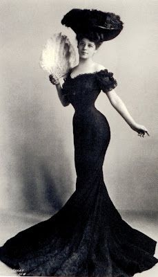 """Camille Clifford was a Belgian stage actress and the most famous model for the """"Gibson Girl"""" illustrations. Her towering coiffure and hourglass figure defined the Gibson Girl style. Glamour Vintage, Vintage Beauty, Vintage Ladies, 1900s Fashion, Edwardian Fashion, Vintage Fashion, Edwardian Era, Vestidos Vintage, Vintage Outfits"""