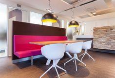 Tandarts praktijk in Hoofddorp ontwerp door Studio Baten. Fotografie door Table to Desk.  Dental office design by Studio Baten. www.tabletodesk.nl www.studiobaten.nl