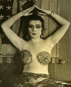 Cinema's First Sex Symbol was also America's First Goth Popular Actresses, Female Actresses, Silent Film Stars, Movie Stars, Sound Film, Hooray For Hollywood, Hollywood Icons, Young Actors, Roaring Twenties