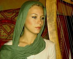 Yasmeen Olya ~ A Sufi Muslim street performer with the most hauntingly beautiful voice...