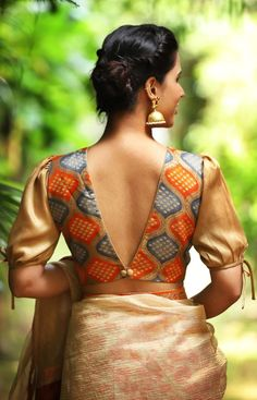 Buy readymade blouse online shopping india has got variety of blouse designs, designer blouses, ready to wear saree blouses. Traditional Blouse Designs, Stylish Blouse Design, Saree Blouse Neck Designs, Fancy Blouse Designs, Saree Jacket Designs Latest, Indian Blouse Designs, Saree Blouse Patterns, Dress Designs, Sari Design