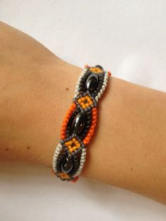 surrounded bead bracelet how-to