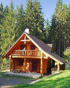 Small Cabin Design…This is what I want, the porch with balcony over it. Tiny Traditionals to Compact Contemporaries! Small Cabin Designs, Small Log Cabin, Tiny Cabins, Tiny House Cabin, Little Cabin, Log Cabin Homes, Cabins And Cottages, Cozy Cabin, Little Houses