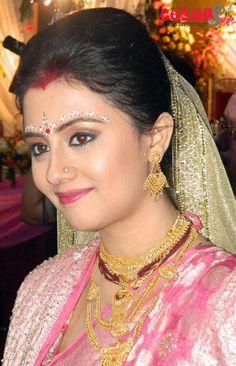 Bengali Wedding, Bengali Bride, Saree Wedding, Wedding Bride, Dream Wedding, Bridal Looks, Bridal Style, Indian Bridal Wear, Traditional Dresses