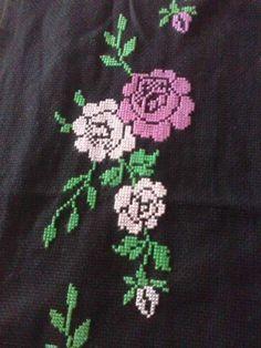 Prayer Rug, Hello Kitty, Prayers, Embroidery, Flowers, Cross Stitch Flowers, Hand Embroidery Stitches, Towels, Flower Chart