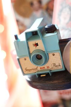 A baby blue Imperial Mark XII vintage camera. Antique Cameras, Old Cameras, Vintage Cameras, Vintage Fur, Vintage Love, Vintage Photos, Retro Vintage, Photography Camera, Vintage Photography