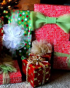 Fancy Christmas Gift Wrap Bow Tutorials