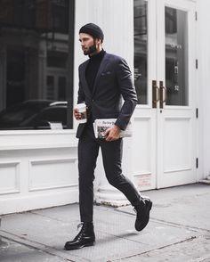 シンプル×ブラックスーツ