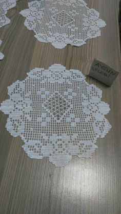 How to Knit a Bunny from a Square with Video Tutorial Crochet Lace Edging, Granny Square Crochet Pattern, Crochet Round, Filet Crochet, Crochet Doilies, Crochet Stitches, Crochet Designs, Crochet Patterns, Crochet Tablecloth