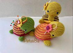 Crochet Home, Free Crochet, Diy Rag Dolls, Crochet Pincushion, Needle Case, Crochet Videos, Crochet Animals, Pin Cushions, Crochet Projects