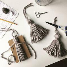 Throw KNITTING PATTERN / tassel blanket / company is coming / bed runner / knitting / gift … - Modern Knitting Needles, Free Knitting, Knitting Patterns, Crochet Patterns, Knitting Terms, Blanket Patterns, Knitting Designs, Diy Tassel, Tassels