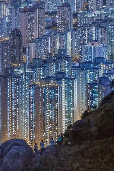 Hong Kong's Skyline...never had the urge to go there but this makes me feel…
