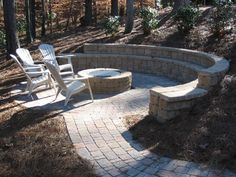 Retaining wall seating http://www.rpmlandscapeandpavers.com/photos/cache/Residential%2520Walls%2520and%2520Pavers/Sims/Sims%25201_920.jpg