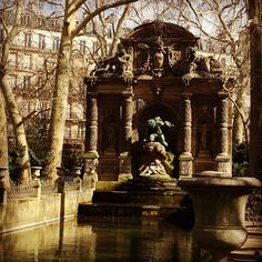 The Medici Fountain in winter, Jardin du Luxembourg. Photo by amemoineau.