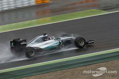 Rosberg hampered by poor weather in Pirelli F1 test