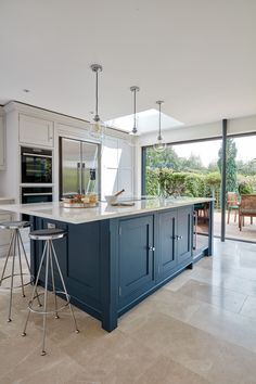 Blue Shaker Kitchen - With the latest in cutting-edge luxury appliances and a wealth of hidden storage solutions, this bl - Kitchen Diner Extension, Shaker Style Kitchens, Kitchen Remodel, Interior Design Kitchen, Farmhouse Style Kitchen, Luxury Appliances, Kitchen Layout, Kitchen Style, Blue Shaker Kitchen