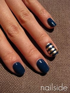 gold striped accent nail
