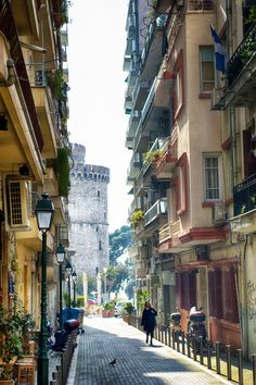 The white tower emerges as we close by. A characteristic shot of Thessaloniki Beautiful Islands, Beautiful Places, Travel Around The World, Around The Worlds, Theme Background, Cities, Macedonia, Europe, Greek Islands